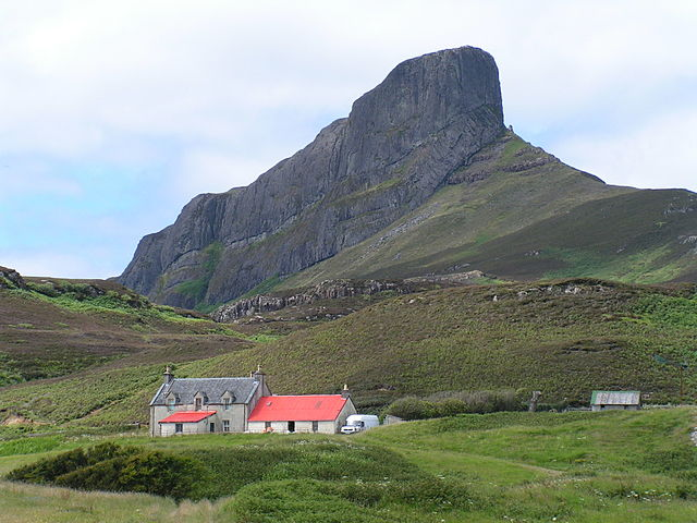 Ostrov Eigg autor: James Gray zdroj: Wikimedia commons