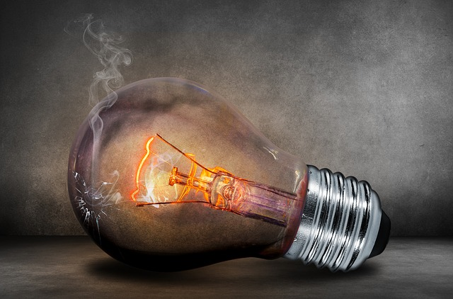 Nápad žárovka autor: comfreak zdroj: Pixabay.com