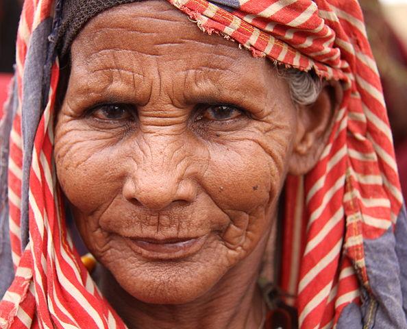 Starší žena autor: Trocaire zdroj: Wikimedia commons