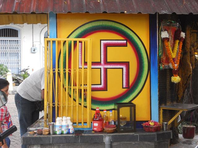 Budhistická svastika autor: Michael Coghlan zdroj: Flickr.com