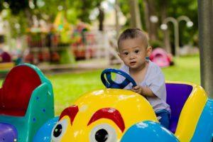 Dítě v autě zdroj: Pixabay.com