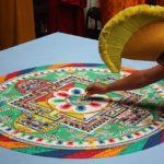 Proč tibetští mnichové své mandaly zničí hned poté, co je vytvoří?