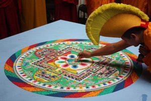 Mandala z písku zdroj: Wikimedia commons